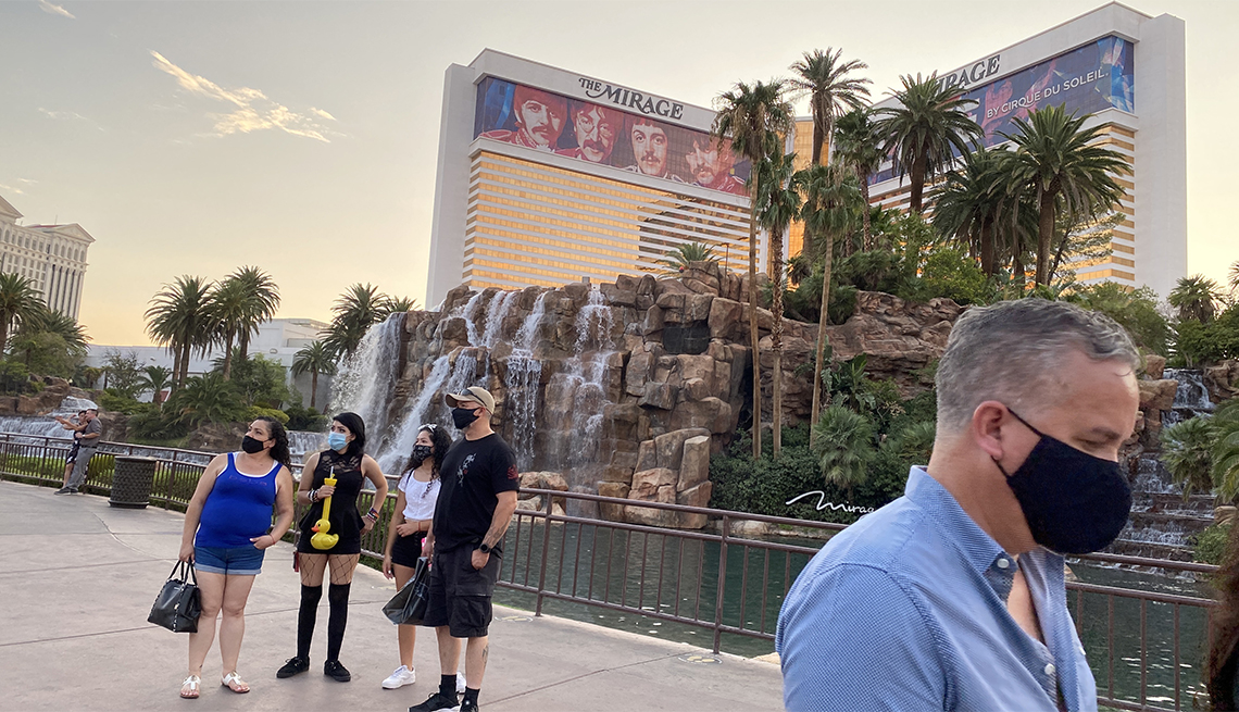 Tourists are wearing masks as they wwalk on the Strip in Las Vegas, Nevada, on August 28, 2020 amid the coronavirus pandemic