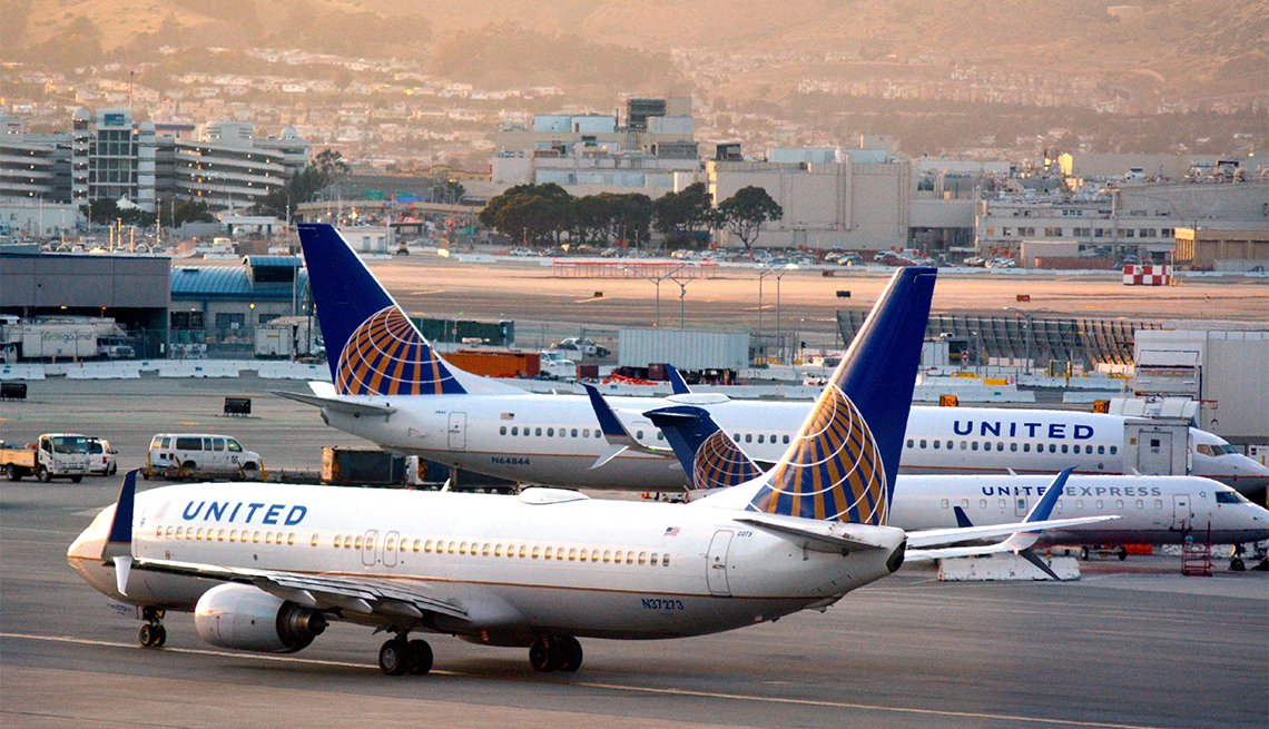 Avión de United Airlines en el aeropuerto de San Francisco