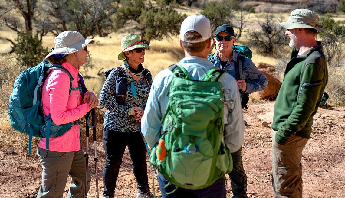 Grupo de excursionistas de 60 años.