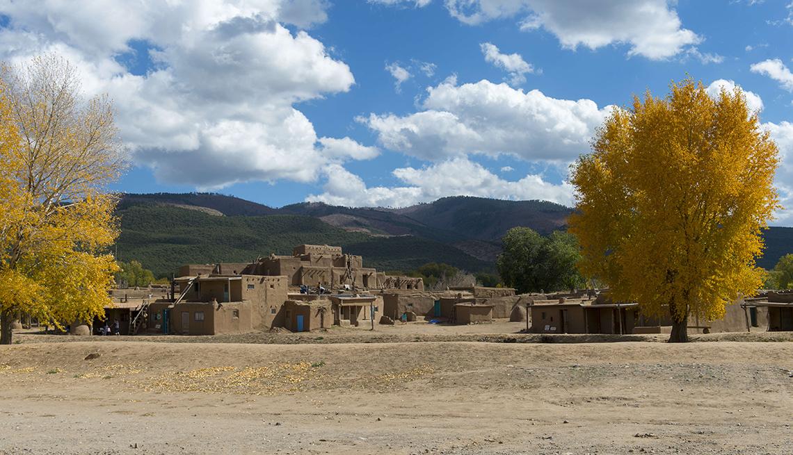 item 3 of Gallery image - Árboles con color otoñal en Taos Pueblo.