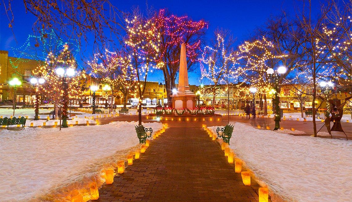item 5 of Gallery image - Parque Santa Fe iluminado con luces navideñas
