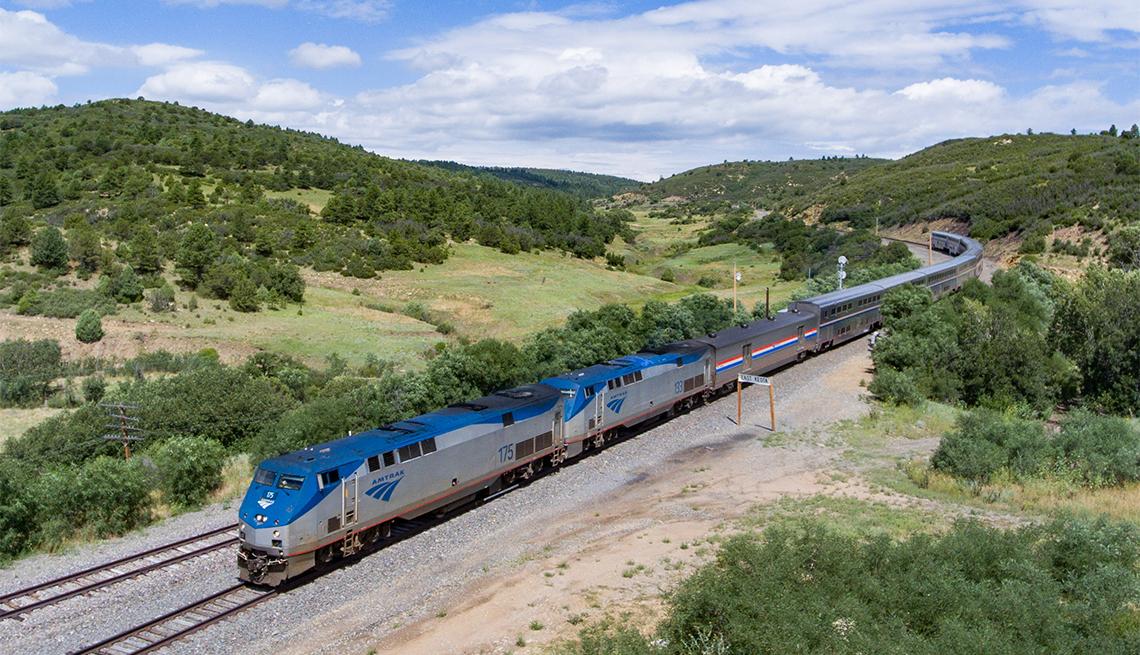 item 4 of Gallery image - Vista aérea del tren Southwest Chief cerca de Keota, N.M.