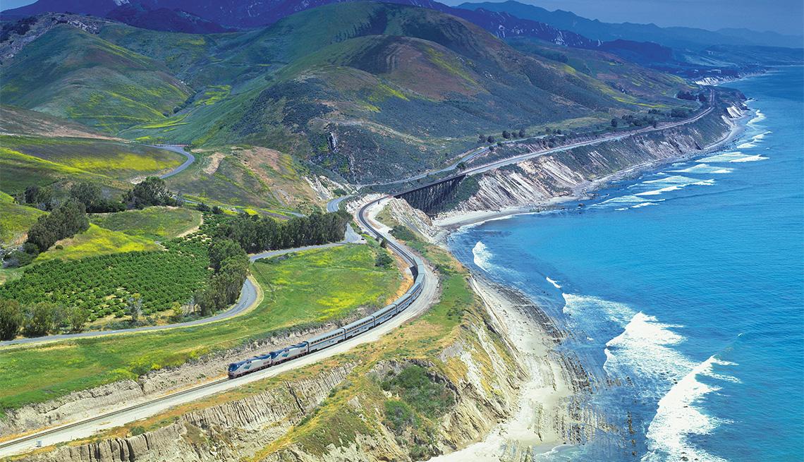 item 5 of Gallery image - Vista aérea del tren Amtrak Starlight