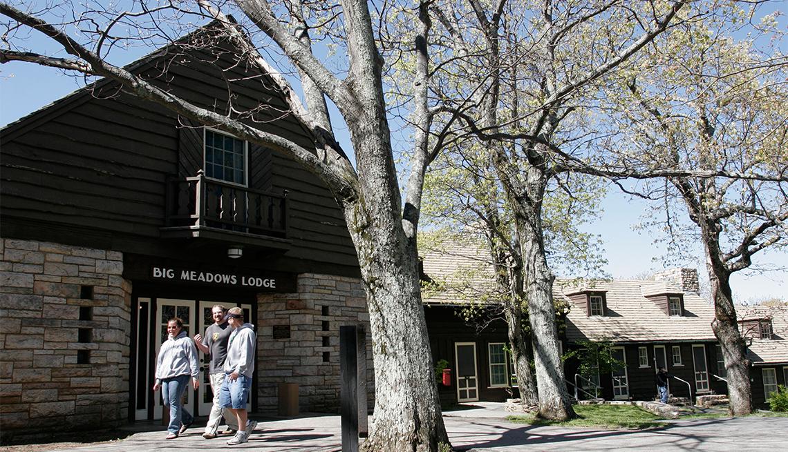 Turistas en el Big Meadows Lodge