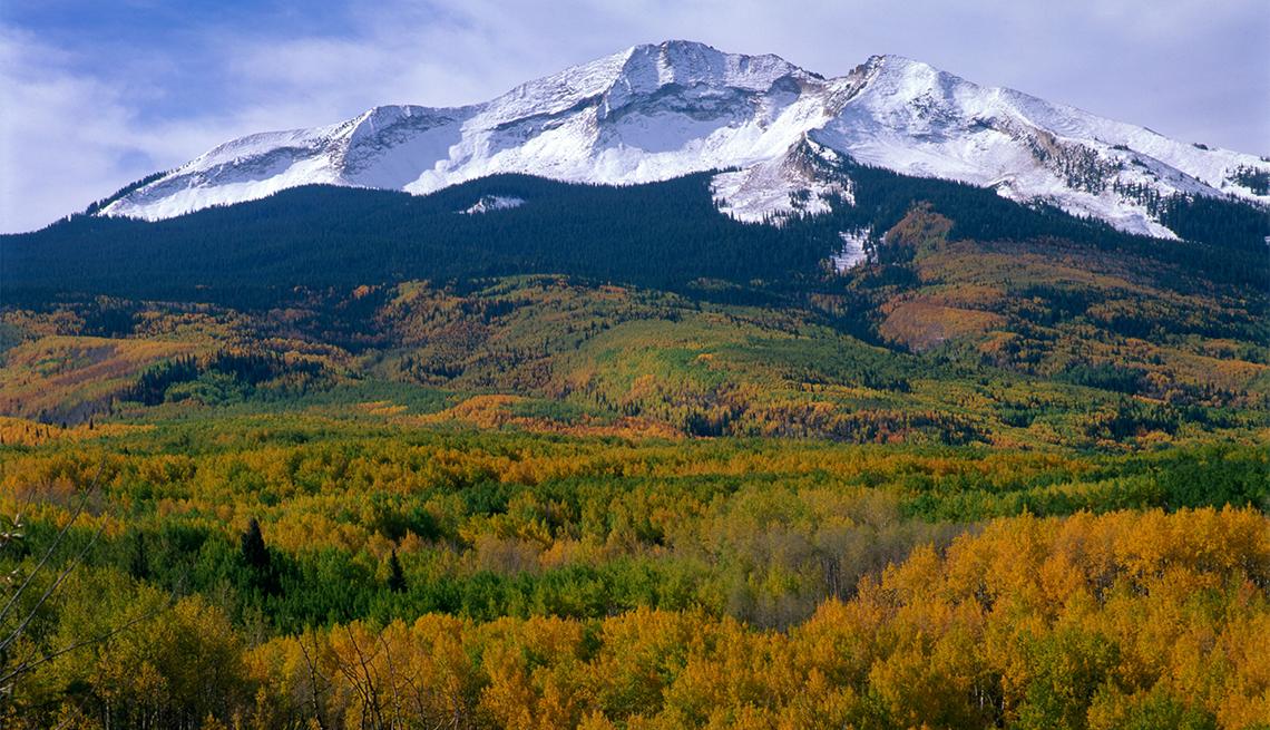 item 6 of Gallery image - Vista del monte Sopris desde la autopista 133 cerca de Carbondale, Colorado