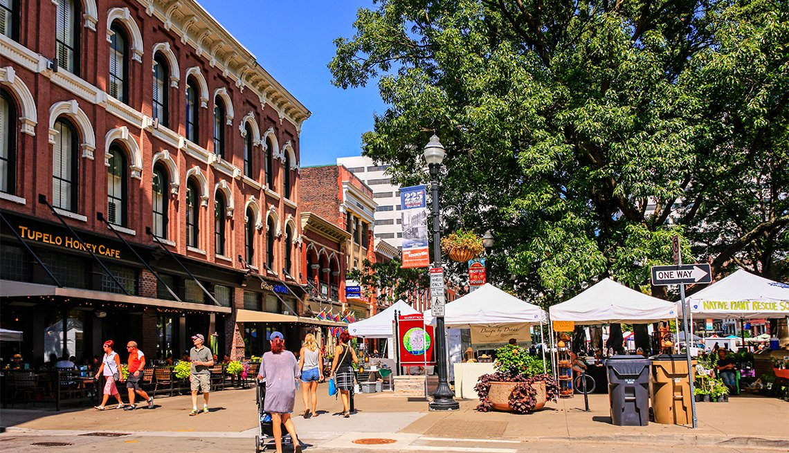 Shops and farmers market stalls in Market Square, Knoxville, TN