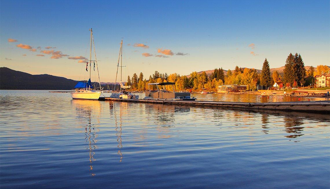 item 5 of Gallery image - Atardecer de otoño sobre la marina en el centro de McCall, Idaho