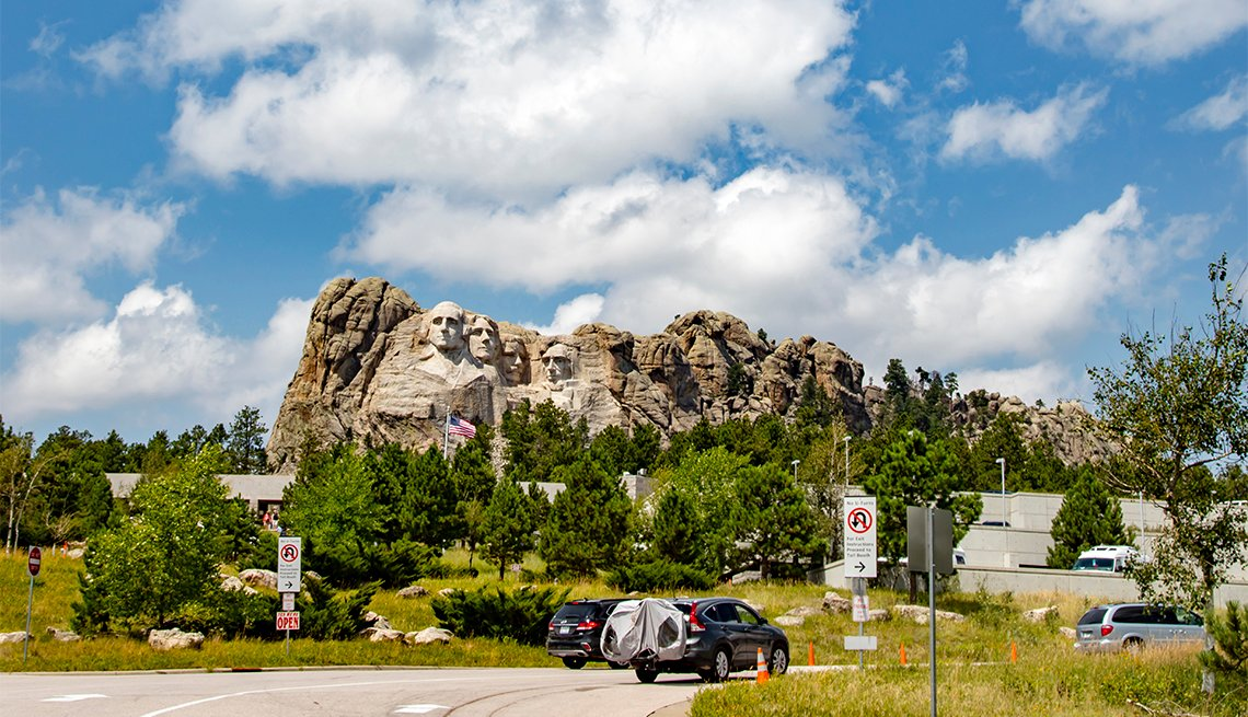 A picture of the entrance to Mount Rushmore National Monument