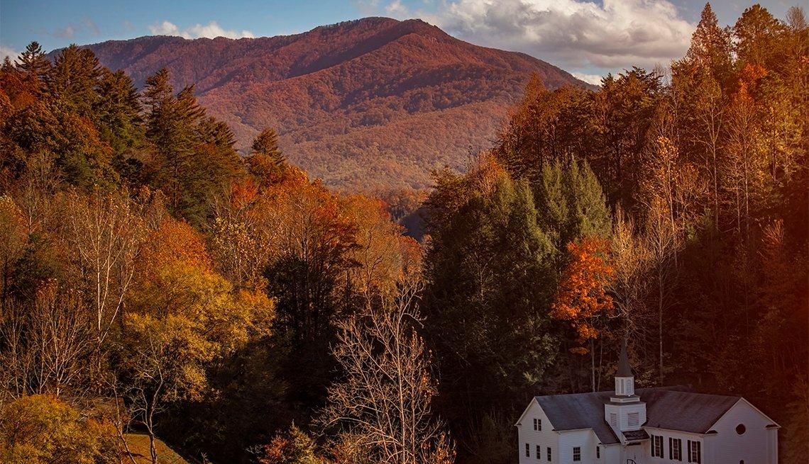 item 2 of Gallery image - Colores de otoño en Sevierville, TN