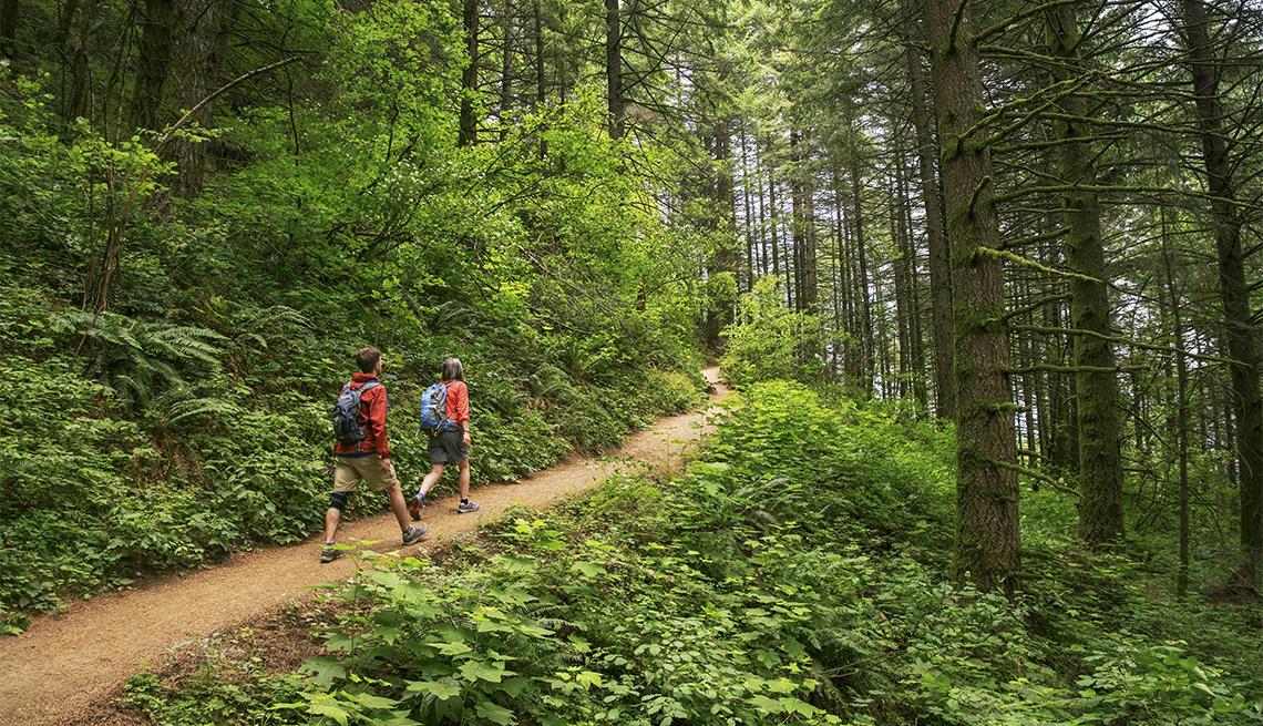 hikers at Crater Lake National Park