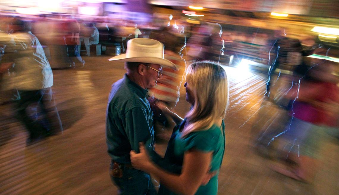 item 6 of Gallery image - Personas bailando en Texas