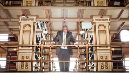 Un profesor en la biblioteca de la Universidad de Georgetown.