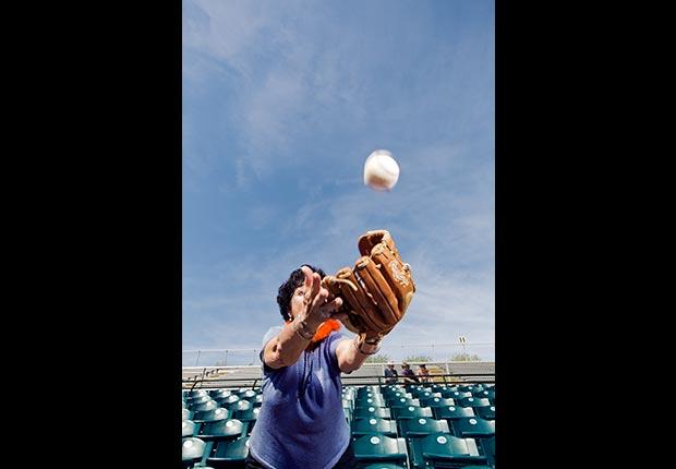 Aficionado de los Rangers durante los entrenamientos de primavera de 2013 en Surprise, Arizona. - Gerentes veteranos de béisbol.