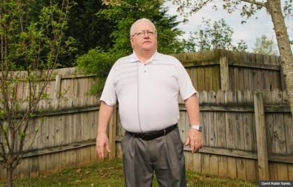 Archie Hale en su casa de Soddy Daisy, Tennessee el 21 de abril de 2013. Hale, de 62 años, demandó a su antiguo empleador, ABF Freight System, Inc., por despido injustificado debido a la discriminación por edad.