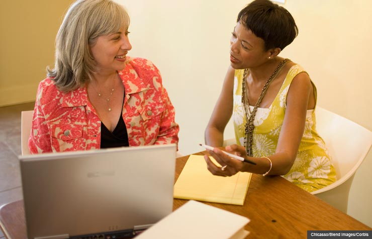 Women in conversation with laptop, Advice from entrepreneurs
