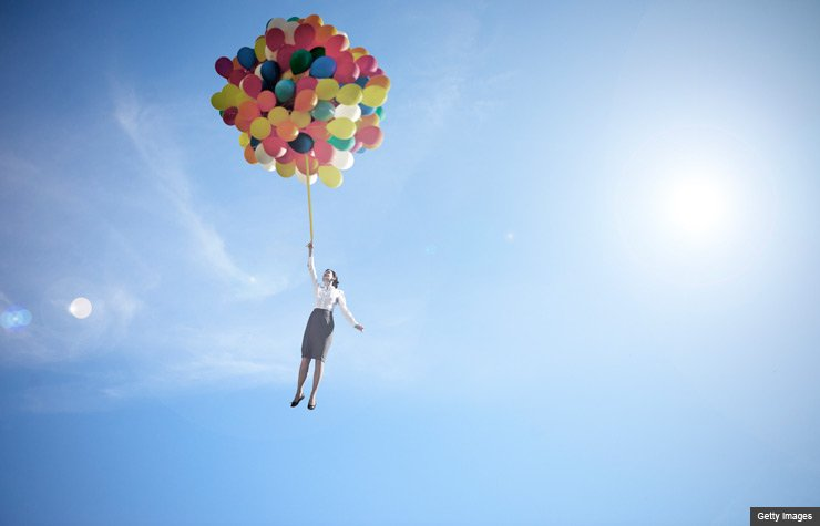 woman lifted into sky by huge bunch of balloons (Getty Images)
