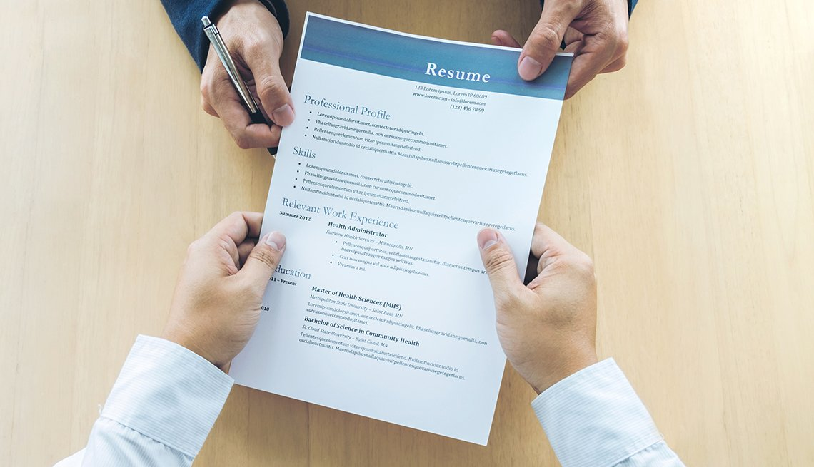People pulling on a resume