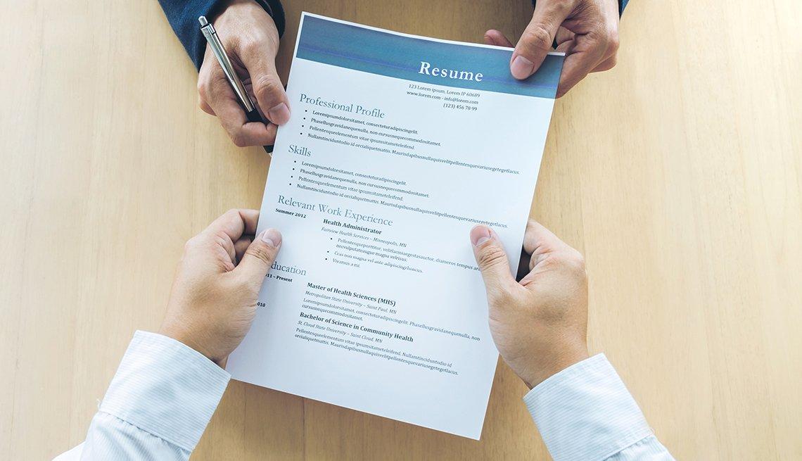 People pulling on a resume