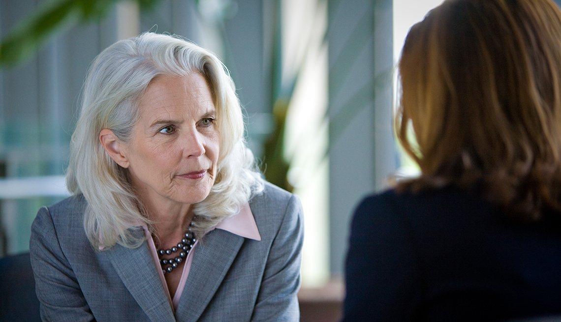 Mujer en una entrevista de trabajo.
