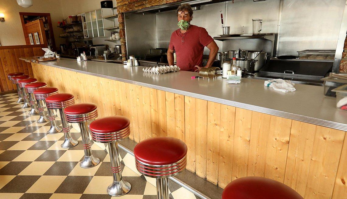Travis Medlock, dueño de Little Shop of Ramen, condado de Mariposa, California.