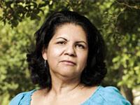 Alejandra Mendoza, de 57 años, hace un año que no encuentra empleo. Se preocupa mucho por el seguro médico.