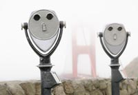 Binoculares operados por monedas cerca al Golden Gate Bridge