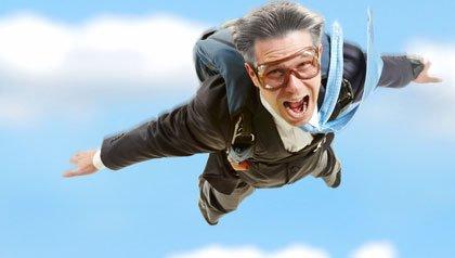 Hombre de negocios practicando el salto en paracaidas - Una segunda carrera después de los 50 años