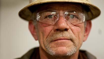 Kent Stafford trabaja el turno de la noche en una plataforma petrolera en Dakota del Norte, donde ha crecido la oferta de empleo.