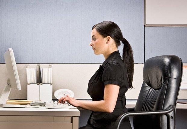 Cuide su lenguaje corporal - Cómo tener éxito en su entrevista de video