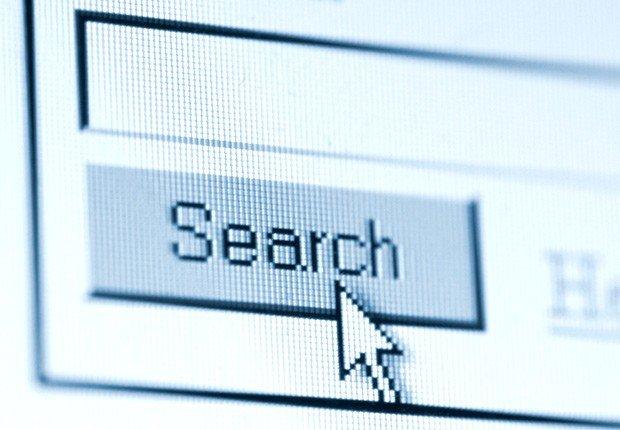Botón de Search en una pantala de computador - 10 consejos para asistir a una Feria de Empleo Virtual