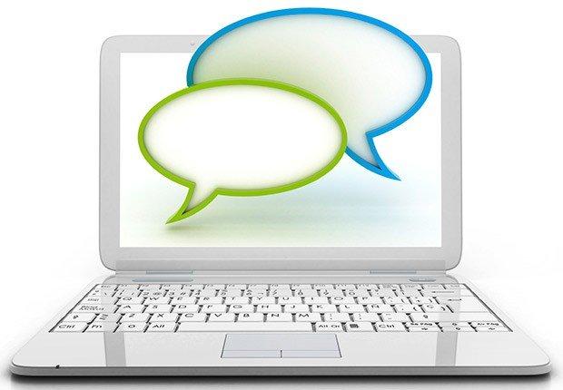 Computador con 1 simbolos de conversar - 10 consejos para asistir a una Feria de Empleo Virtual