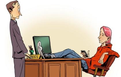 Ilustración empleado frente al escritorio de un jefe más joven - Consejos para el trabajo