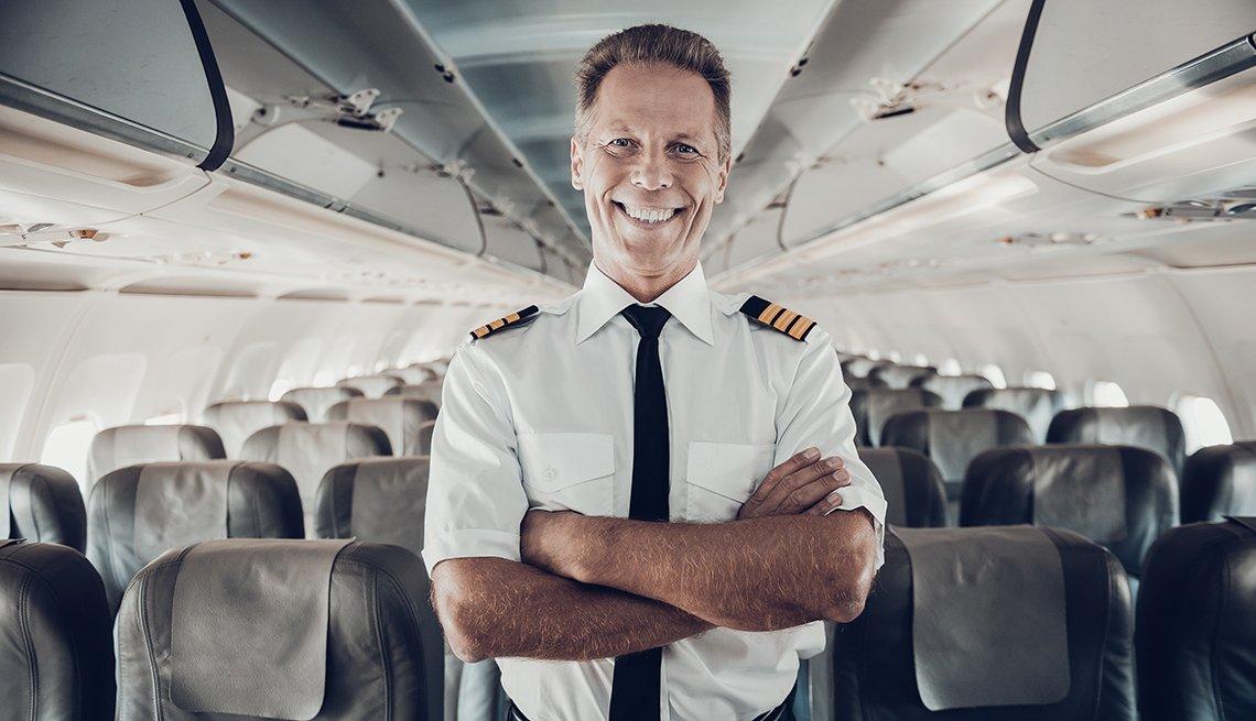 Piloto en una cabina de avión - Empleos con un salario anual superior a los 100 mil dólares