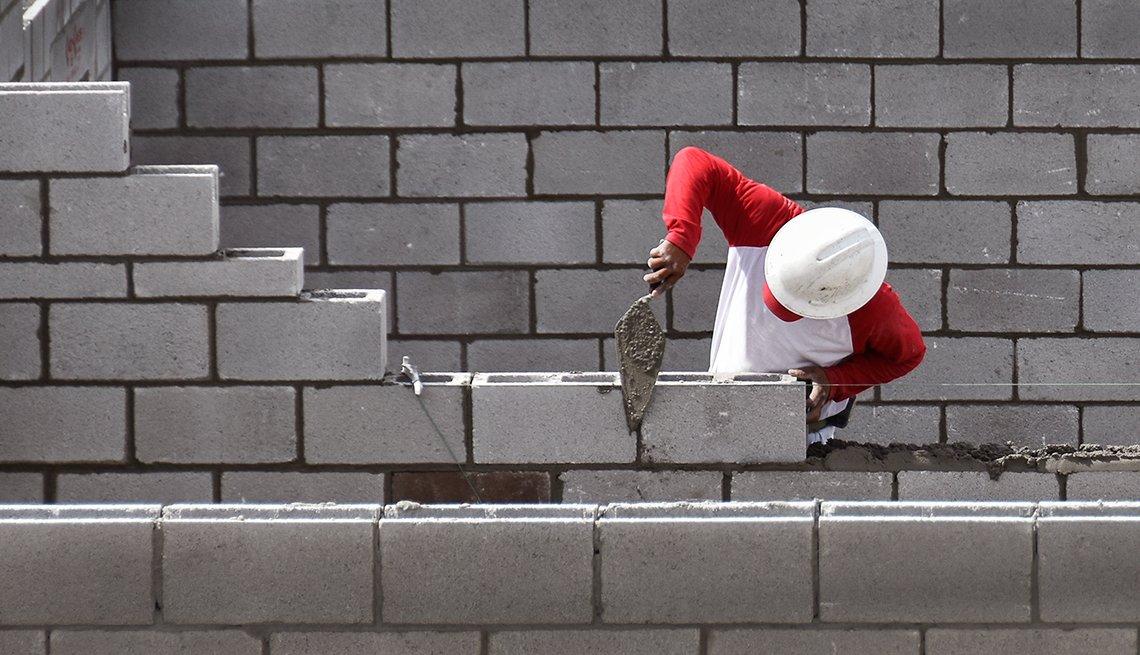 brickmason working