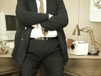 Hombre con sobrepeso en el trabajo - Distribución del peso y la discriminación en el lugar de trabajo