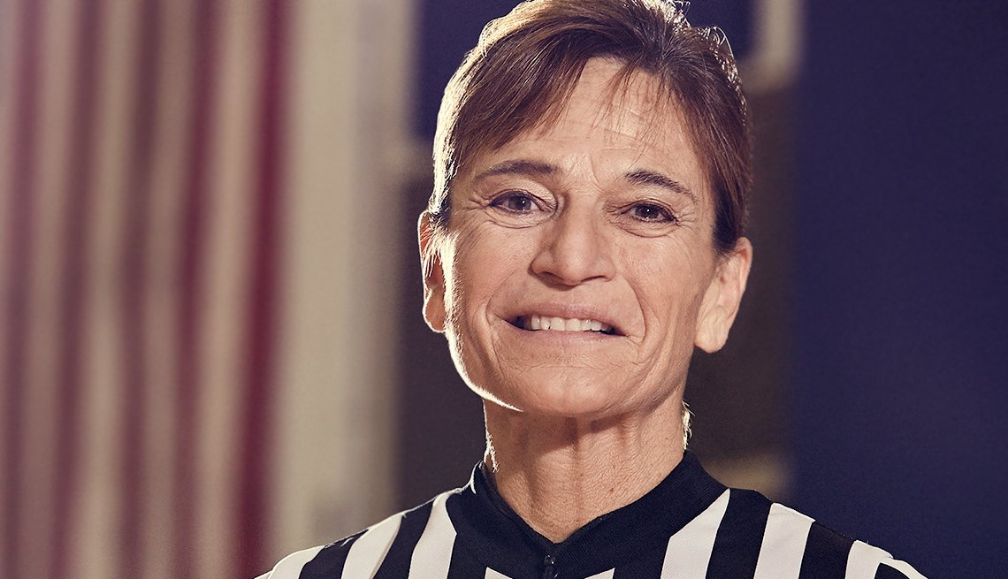 referee Dee Kantner