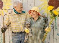 Pareja de adultos mayores pensionados
