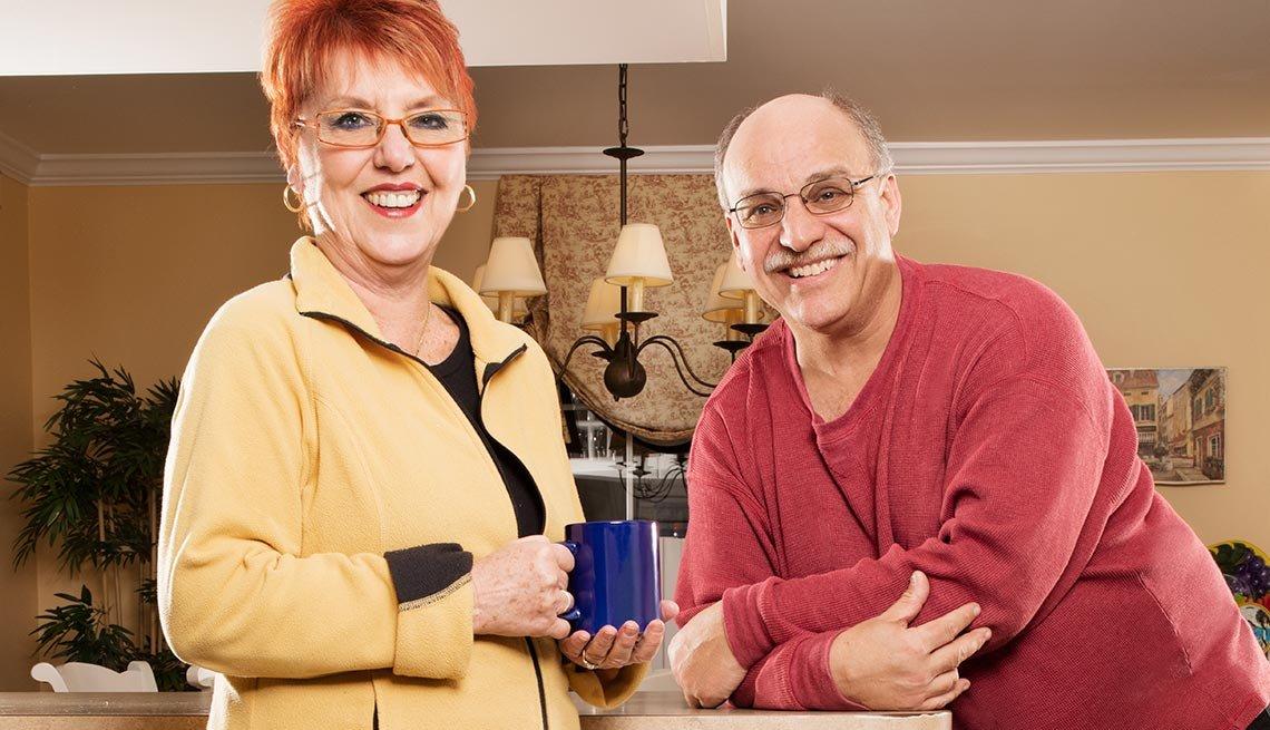 Rosalie Tyrrell, izquierda, y su esposo Luis Puccio