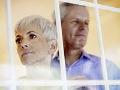 Pajera mayor detrás de una ventana - Formas para realinear tu jubilación en pareja