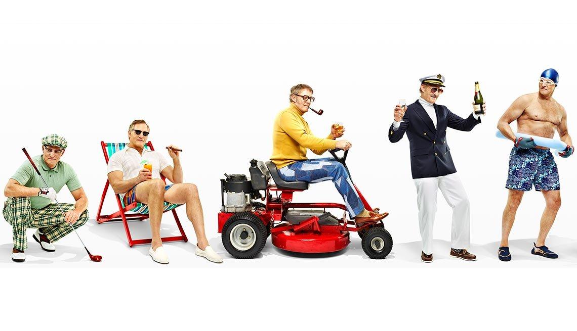 Hombre con traje de golf, en la playa, en un carrito, como marinero, y traje de pisicina