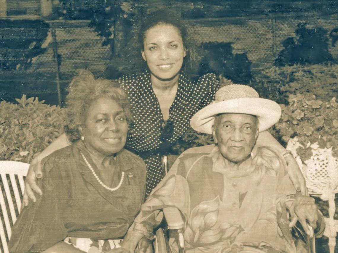 Janie Dye, Tanya (Allen) Hill, and Hattie Lanier