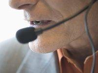Persona con un audífono