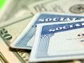 Tarjetas de Seguro Social y billetes de dólar, Buzón de AARP