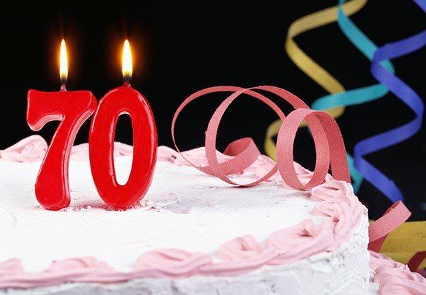 Ponqué de cumpleaños con velas de 70 años - Preguntas sobre el seguro social
