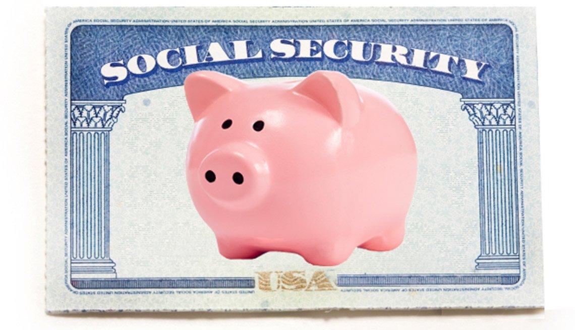 Imagen de una tarjeta del Seguro Social y una alcancía con forma de cerdito - Seguro Social y beneficios para los niños