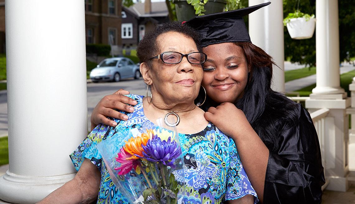Doris Gillispie con su nieta, Shatavia Walker - Beneficiados con el Seguro Social