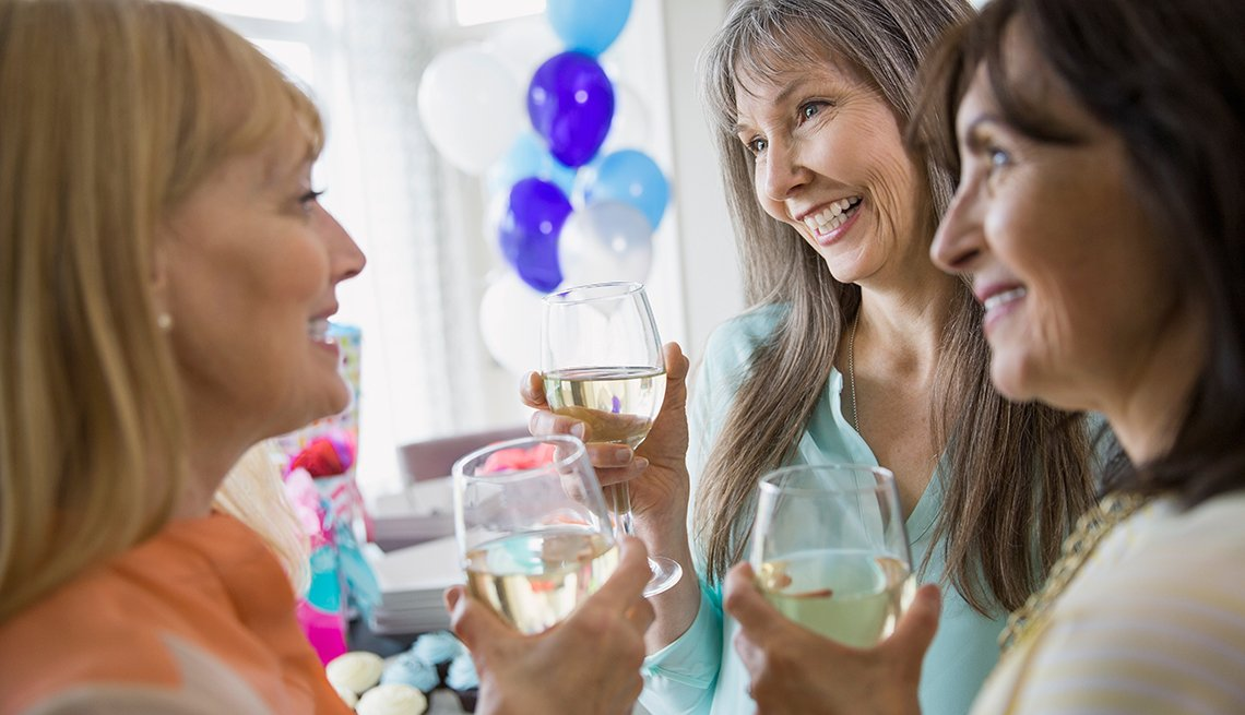Mujeres mayores celebrando, cambios del Seguro Social para el 2017