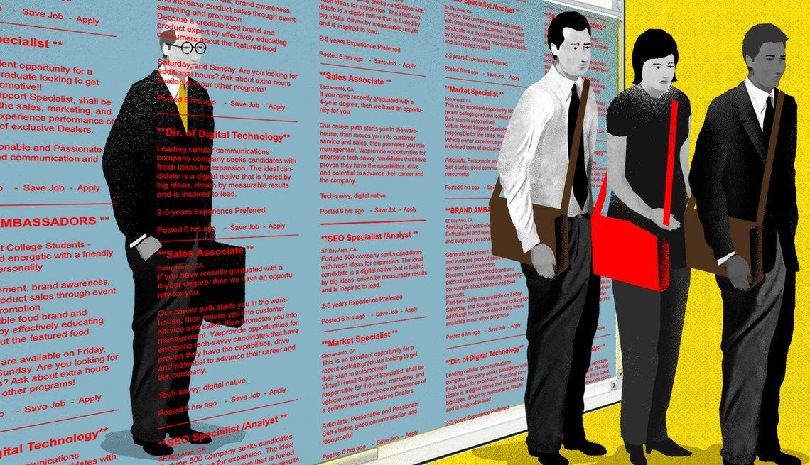Trabajador mayor dejado atrás de una pantalla de clasificados y tres jóvenes delante para entrevista.