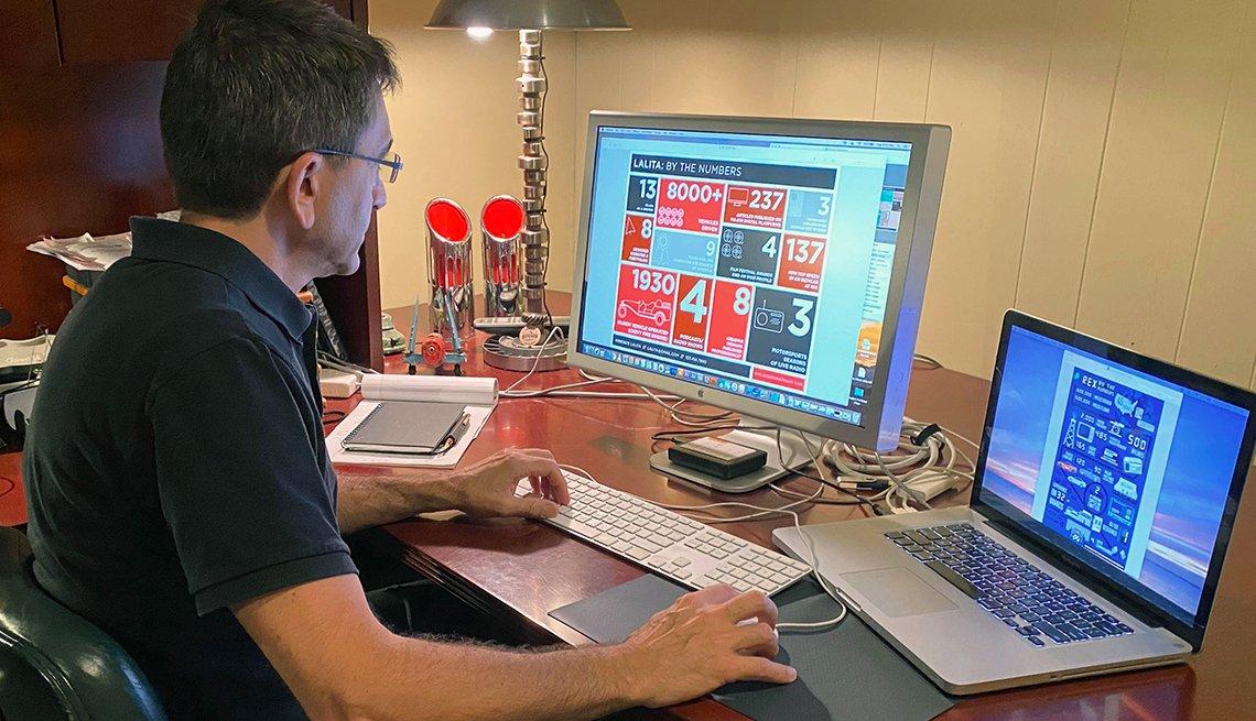 Rex Roy trabajando desde su casa