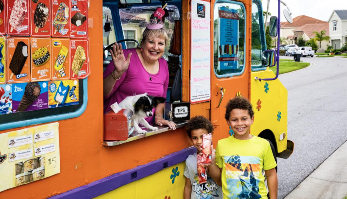Tammy Hauser, 57, desde su camión de venta de helados en Sarasota, Florida.